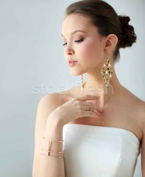 Bella asian donna orecchini bracciale bellezza Foto d'archivio © dolgachov