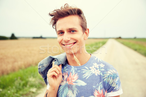 Souriant jeunes hippie homme nature Photo stock © dolgachov