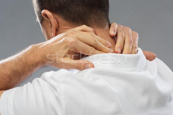 Közelkép férfi szenvedés nyaki fájdalom emberek egészségügy Stock fotó © dolgachov