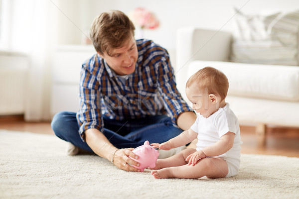 Feliz padre bebé alcancía casa familia Foto stock © dolgachov