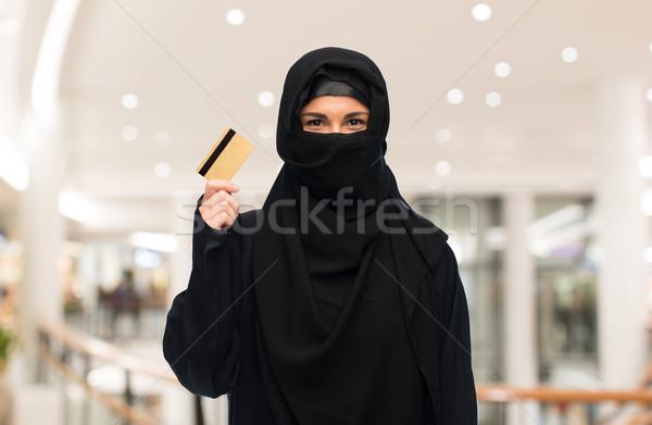 мусульманских женщину хиджабе кредитных карт белый Сток-фото © dolgachov
