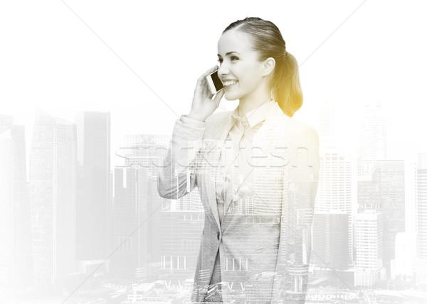 Glimlachend zakenvrouw roepen smartphone business technologie Stockfoto © dolgachov