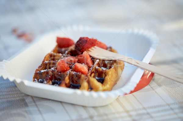 Gofre fresa papel placa tenedor alimentos Foto stock © dolgachov