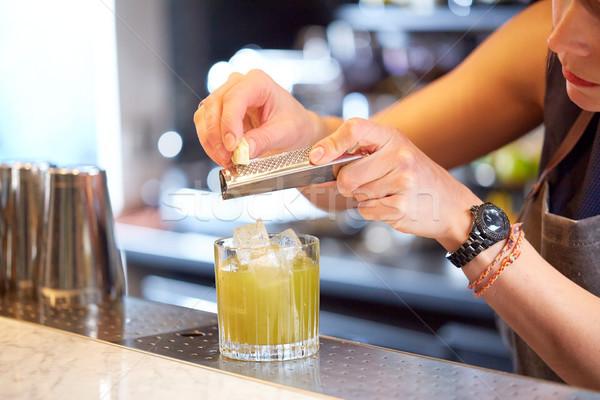 Barman chocolat cocktail bar alcool boissons Photo stock © dolgachov