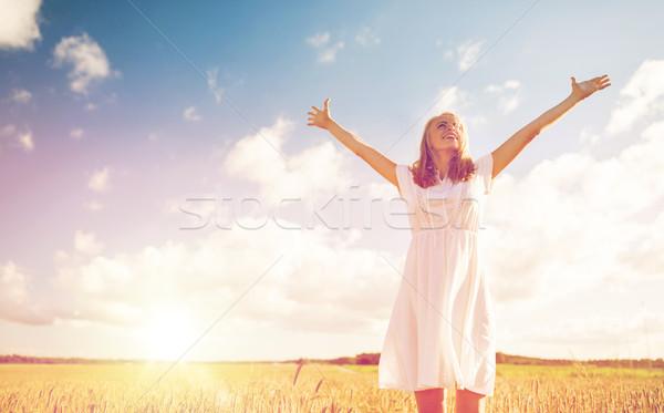 Sorridente mulher jovem vestido branco cereal campo país Foto stock © dolgachov