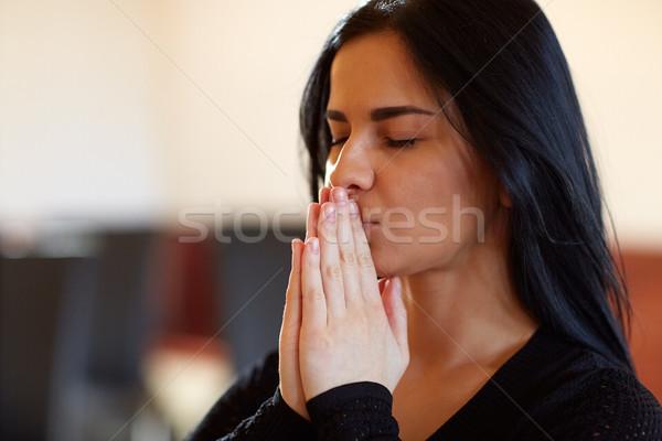 Közelkép boldogtalan nő imádkozik Isten temetés Stock fotó © dolgachov