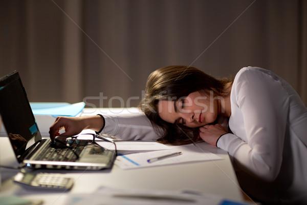 Cansado mulher adormecido escritório tabela noite Foto stock © dolgachov