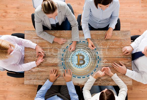 Equipe de negócios tabela bitcoin ícone negócio financiar Foto stock © dolgachov