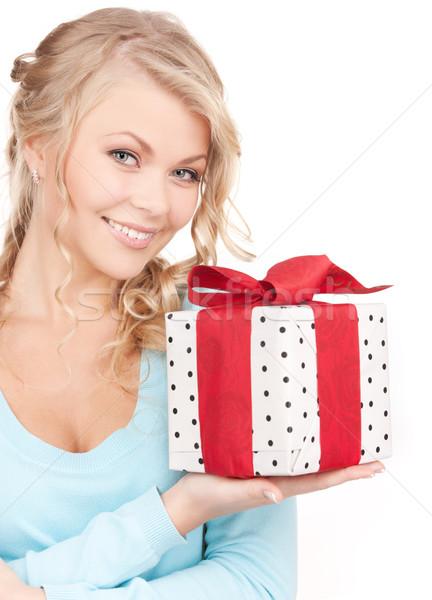 Menina feliz caixa de presente branco mulher sorrir feliz Foto stock © dolgachov