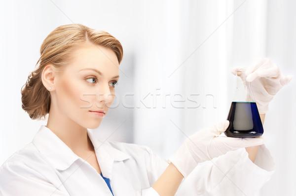 Női vegyész tart villanykörte vegyszerek kép Stock fotó © dolgachov