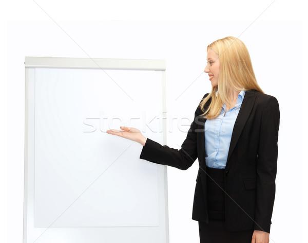 Empresária indicação branco flipchart sorridente negócio Foto stock © dolgachov