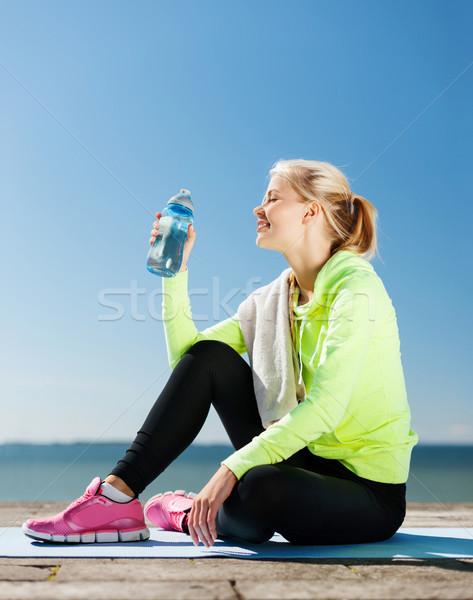 ストックフォト: 女性 · 飲料水 · スポーツ · 屋外 · スポーツ · ライフスタイル