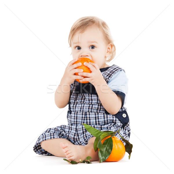 Cute comer naranja infancia alimentos saludables Foto stock © dolgachov