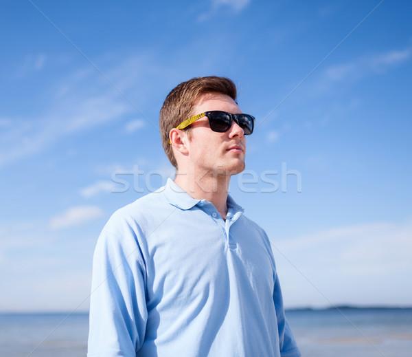 Man zonnebril strand zomer vakantie vakantie Stockfoto © dolgachov
