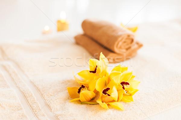 Primo piano vaso fiori olio spa salute Foto d'archivio © dolgachov