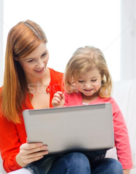 Foto stock: Feliz · madre · hija · ordenador · portátil · familia · ninos