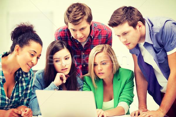Foto d'archivio: Internazionali · studenti · guardando · laptop · scuola · istruzione