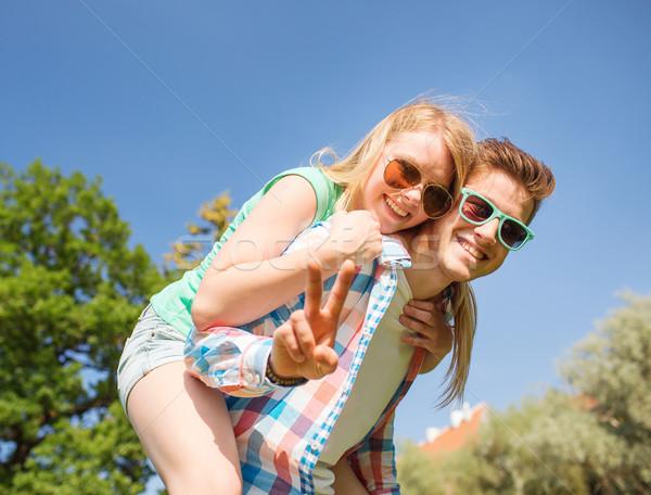 Uśmiechnięty para zwycięstwo podpisania Zdjęcia stock © dolgachov