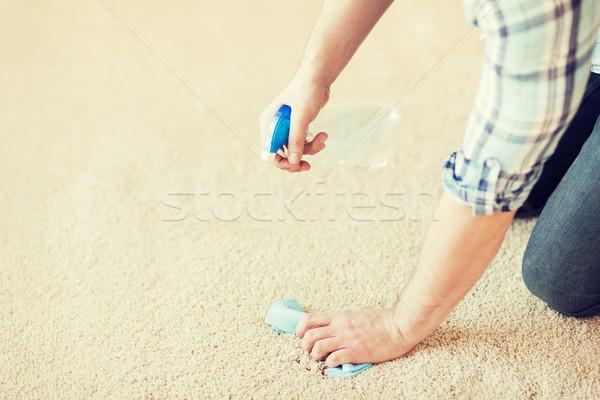 Közelkép férfi takarítás folt szőnyeg otthon Stock fotó © dolgachov
