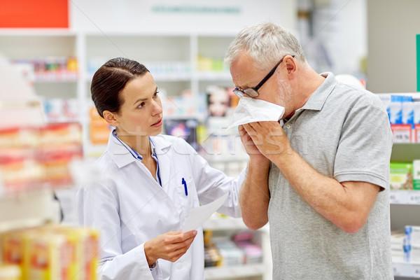 фармацевт старший человека грипп аптека медицина Сток-фото © dolgachov