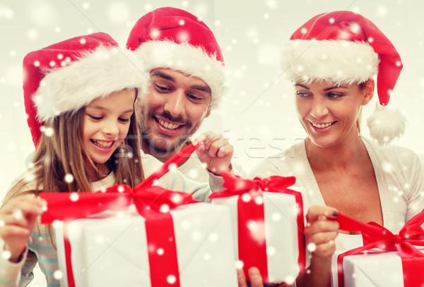 Boldog család ül kanapé otthon család boldogság Stock fotó © dolgachov