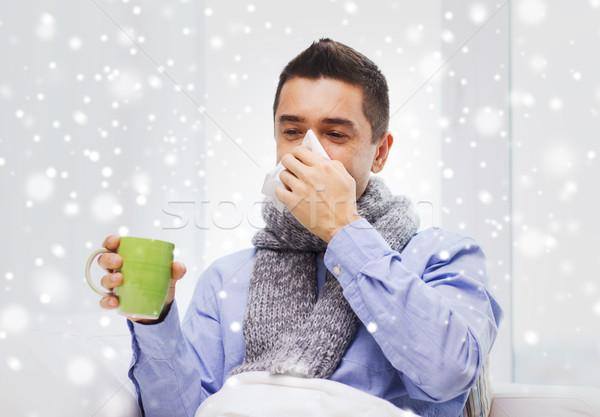 Hasta adam grip içme çay burun üfleme Stok fotoğraf © dolgachov