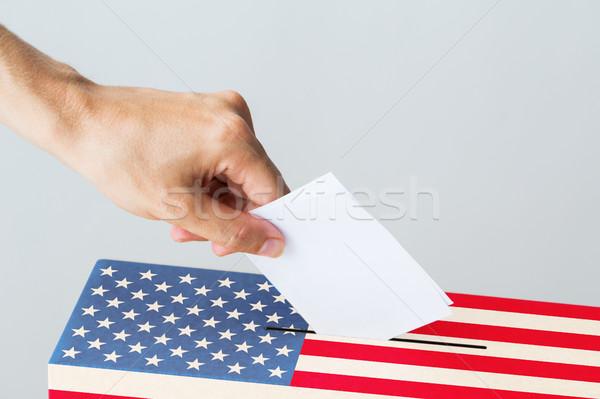 Férfi szavazás szavazócédula doboz választás szavazás Stock fotó © dolgachov