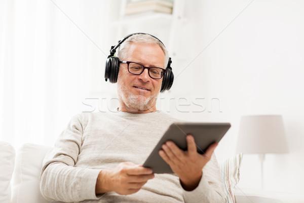 Altos hombre auriculares casa tecnología Foto stock © dolgachov