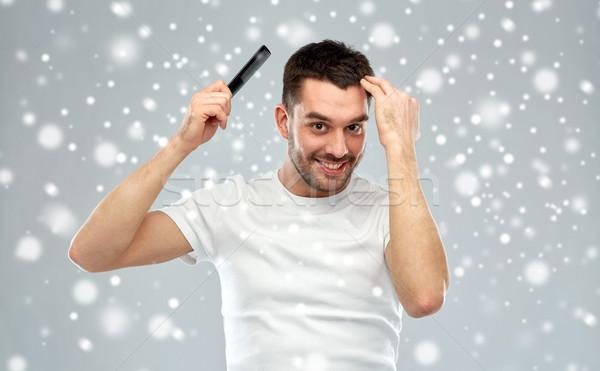 Boldog férfi haj fésű hó szépség Stock fotó © dolgachov