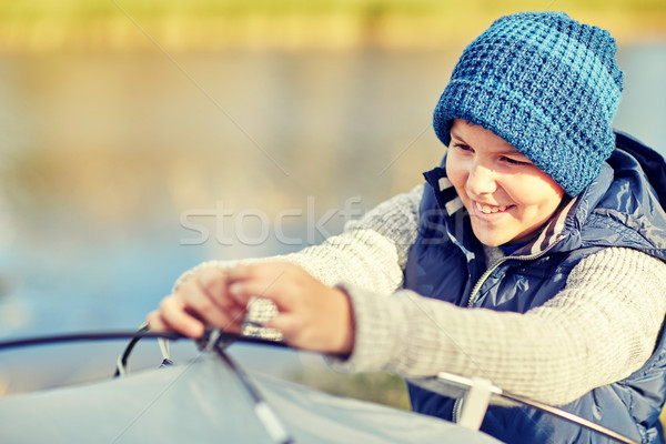 Vidám fiú felfelé sátor kint kempingezés turizmus Stock fotó © dolgachov