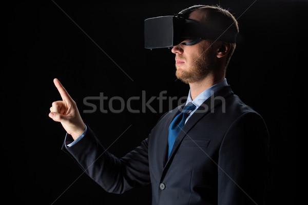 Biznesmen faktyczny rzeczywistość okulary zestawu 3D Zdjęcia stock © dolgachov