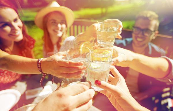 Heureux amis boissons été garden party loisirs Photo stock © dolgachov