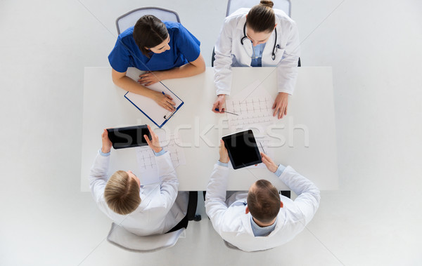 Médicos cardiograma hospital medicina saúde Foto stock © dolgachov