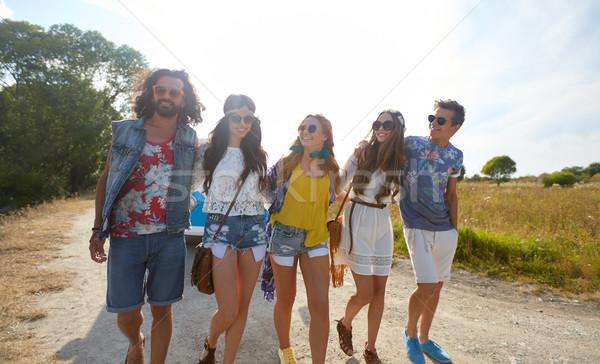 Glimlachend gelukkig jonge hippie vrienden Stockfoto © dolgachov