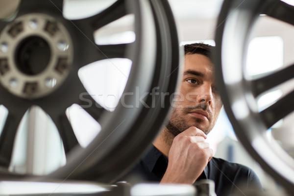 男性 顧客 ホイール 車 サービス ストックフォト © dolgachov