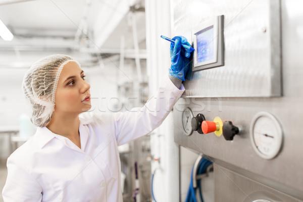 женщину программированию компьютер мороженым завода промышленности Сток-фото © dolgachov