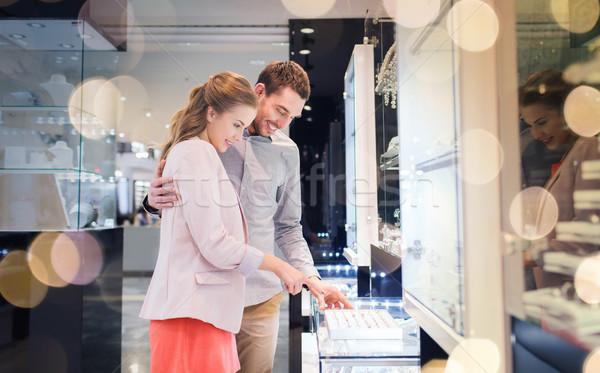 счастливым пару обручальное кольцо Mall продажи Сток-фото © dolgachov