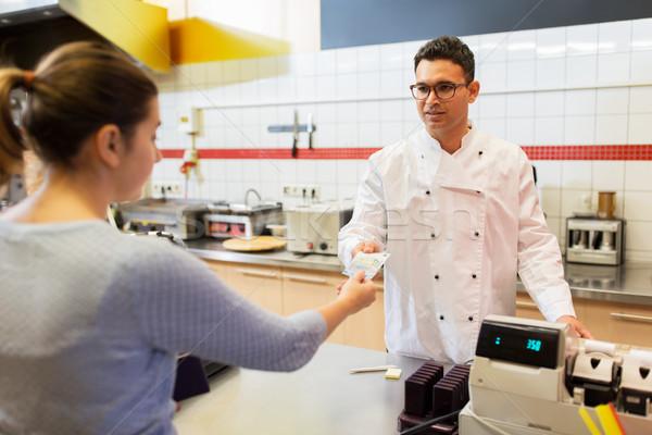 продавец клиентов ресторан быстрого питания люди оплата Сток-фото © dolgachov