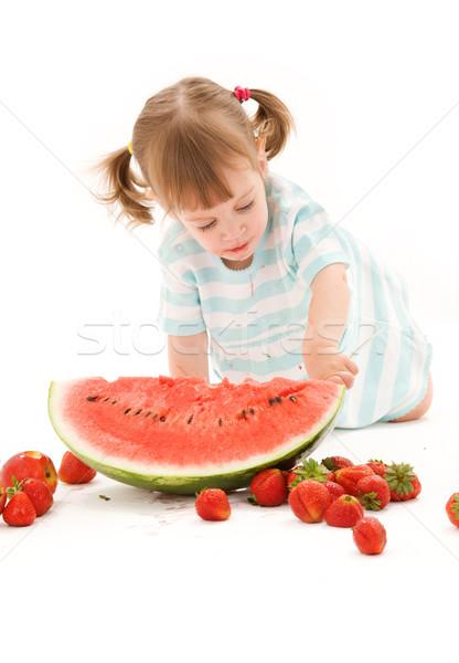 Stok fotoğraf: Küçük · kız · çilek · karpuz · resim · kız · gıda