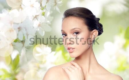 Mooie vrouw witte bloem portret vrouw gezicht schoonheid Stockfoto © dolgachov