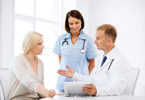 Lekarza pielęgniarki pacjenta szpitala opieki zdrowotnej medycznych Zdjęcia stock © dolgachov