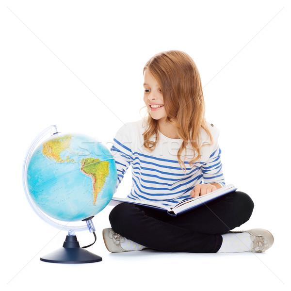 ストックフォト: 子 · 見える · 世界中 · 図書 · 教育