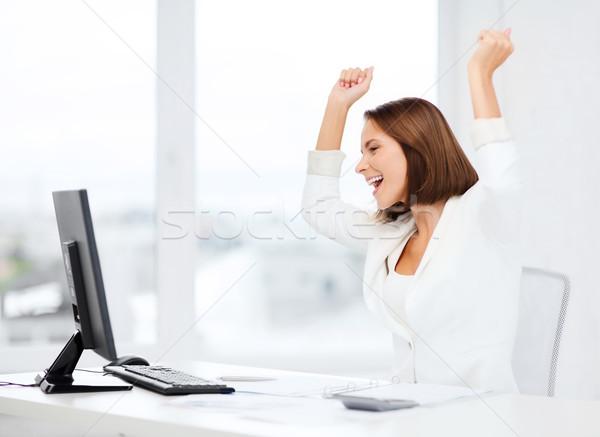 Kobieta interesu komputera biuro działalności szkoły triumf Zdjęcia stock © dolgachov