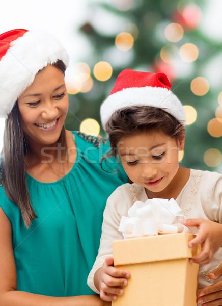 Stockfoto: Gelukkig · moeder · kind · meisje · geschenkdoos · vakantie