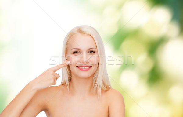 Gülen genç kadın işaret yanak sağlık güzellik Stok fotoğraf © dolgachov