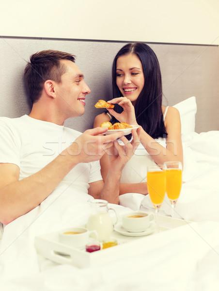 Stockfoto: Glimlachend · paar · ontbijt · bed · hotel · reizen