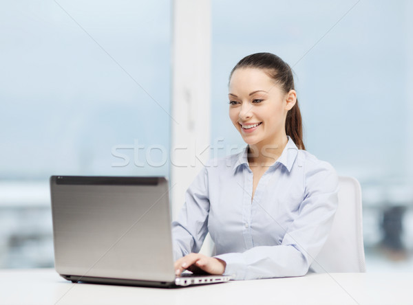 Stockfoto: Zakenvrouw · laptop · kantoor · business · technologie · computer