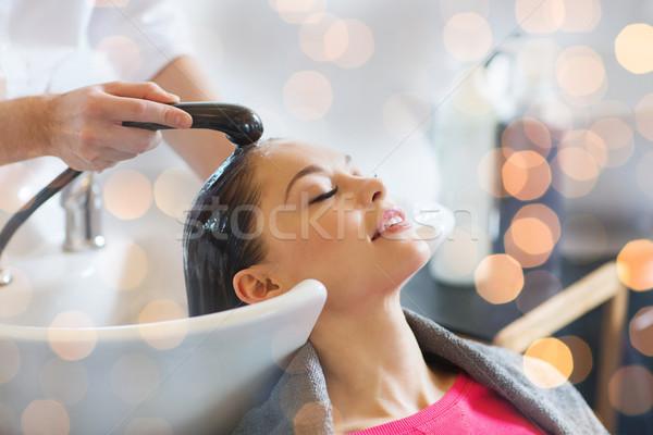 Gelukkig jonge vrouw kapsalon schoonheid haarverzorging mensen Stockfoto © dolgachov