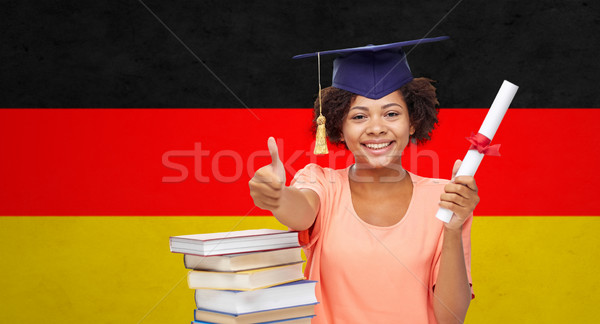 Gelukkig vrijgezel meisje diploma tonen Stockfoto © dolgachov