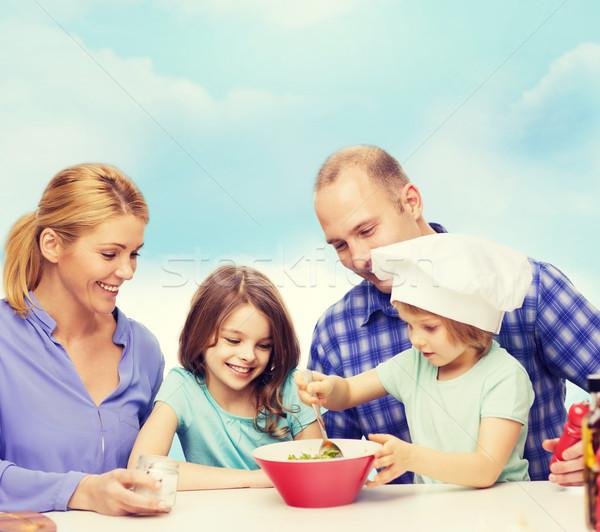Boldog család kettő gyerekek eszik otthon étel Stock fotó © dolgachov